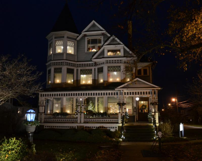 HOLIDAYS AT THE MANSION 2018