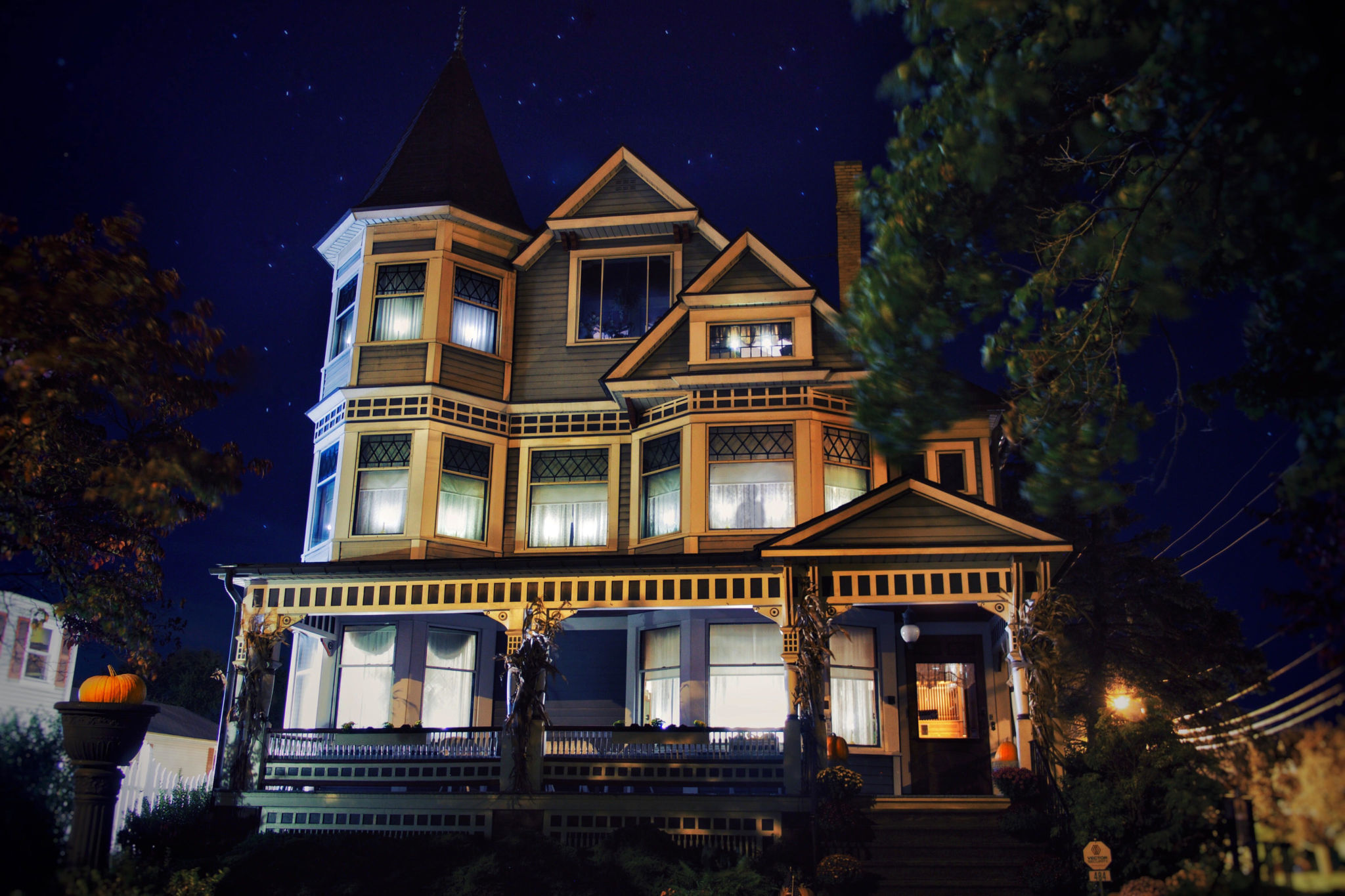 HALLOWEEN AT THE MANSION - GHOST WALKS